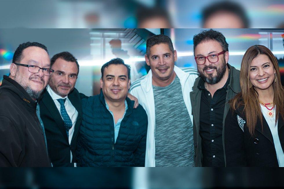 """Directivos y talentos radiales de Caracol asistieron al estreno de la obra """"Amor en tiempos de radio"""""""