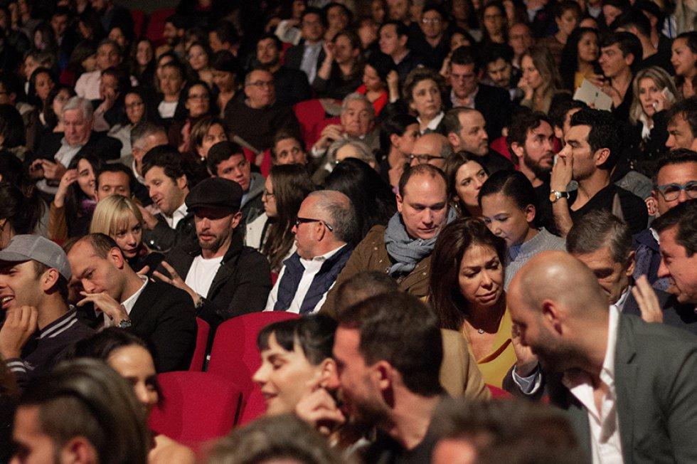 """Público de la obra """"Amor en tiempos de radio"""" en el día del estreno."""