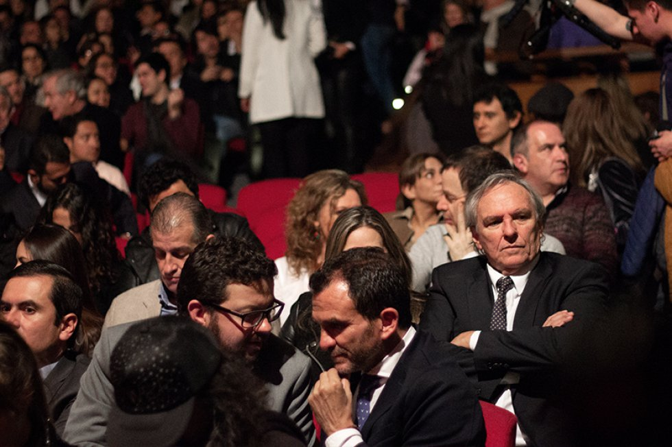 Carlos Briker, gerente de Caracol Cali; Andrés Muñoz, gerente Comercial de Caracol Radio; e Ignacio Reglero, presidente de Caracol, entre el público de la obra.