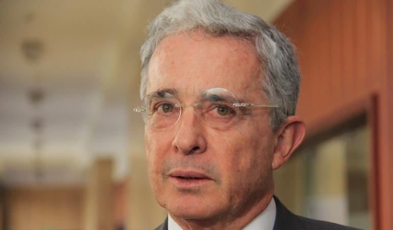 Aplazan indagatoria Uribe Vélez: Aplazan indagatoria de Álvaro Hernán Prada y Álvaro Uribe