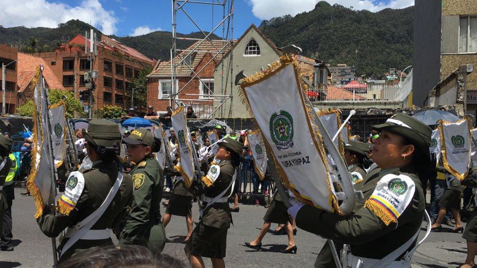 Los ciudadanos participan en la caminata, la cual tiene el espectáculo central de Sebastián Yatra.