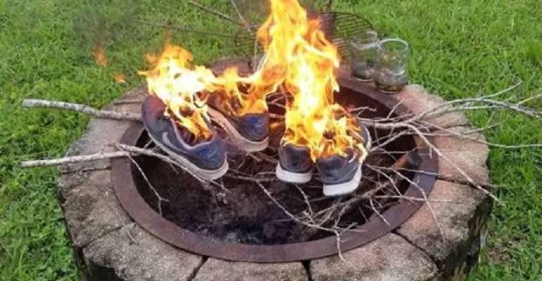 Nike protesta Colin Kaepernick: La razón por la que están quemando zapatillas de Nike