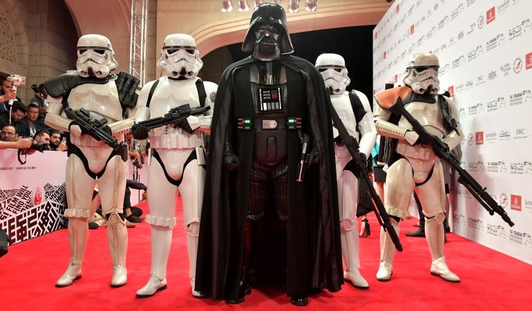 ¿Sabe cuál es el verdadero origen del casco de Darth Vader?