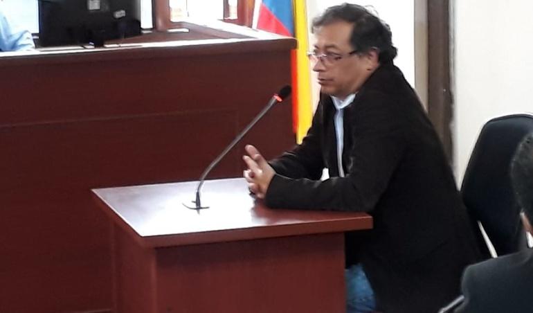 El senador Gustavo Petro Urrego, asistió a una audiencia en Paloquemao, como testigo en el proceso que se adelanta por la compra de 100 motos eléctricas.