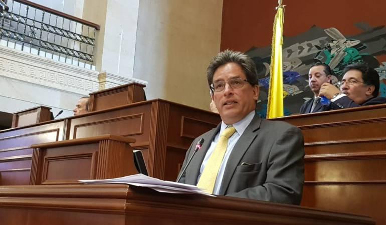 "Ministro Carrasquilla.: Carrasquilla responde a señalamientos por ""Bonos de agua"""