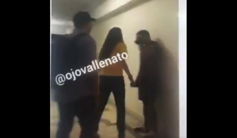 Video: Bochornosa pelea de una mujer que encontró a su esposo siendo infiel