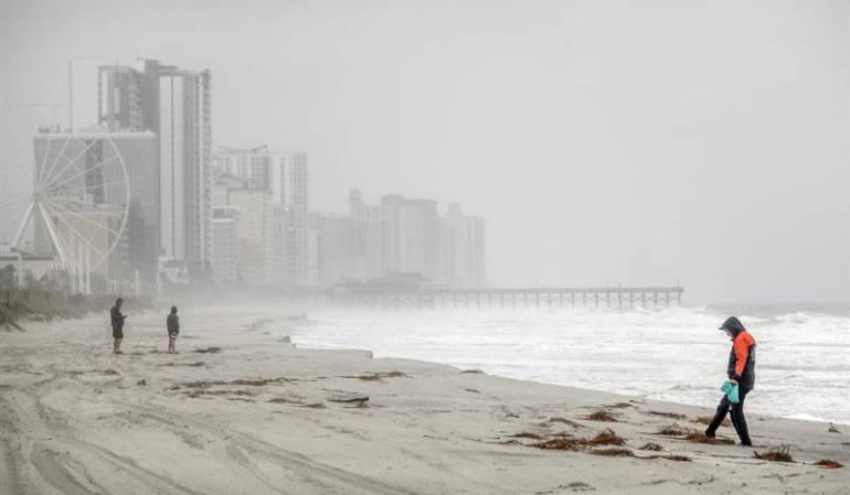 Más de un millón de estadounidenses sigue sin electricidad por Florence