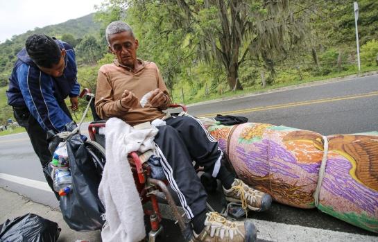 Venezolanos en Colombia: La odisea de un venezolano parapléjico para buscar medicina en Colombia