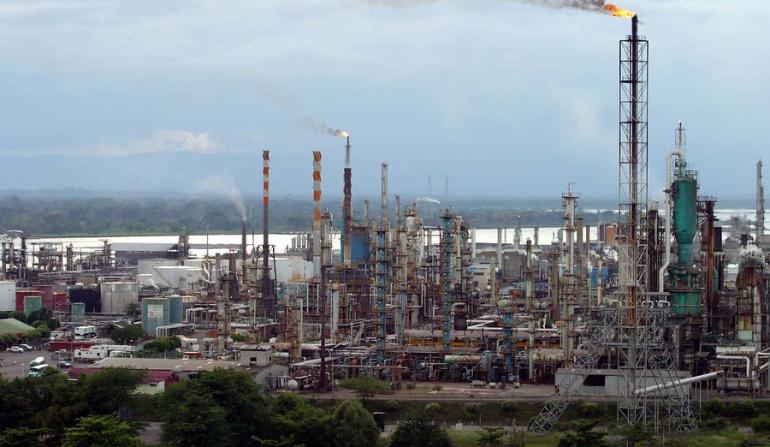 Precio del petróleo: Incrementos en los precios del petróleo ayudan las finanzas de Colombia