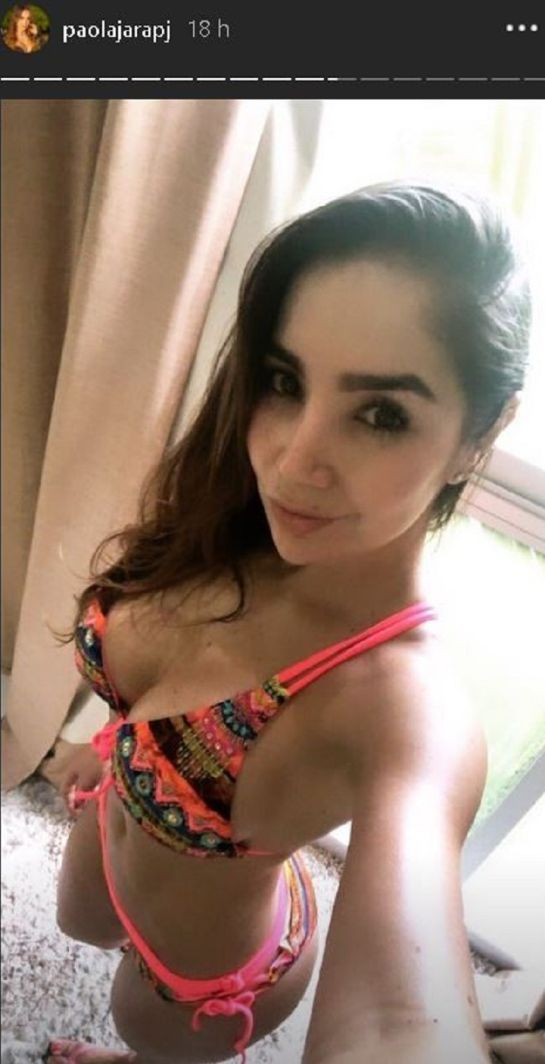 Lunares Paole Jare .: Paola Jara shows her polka with a small swimsuit