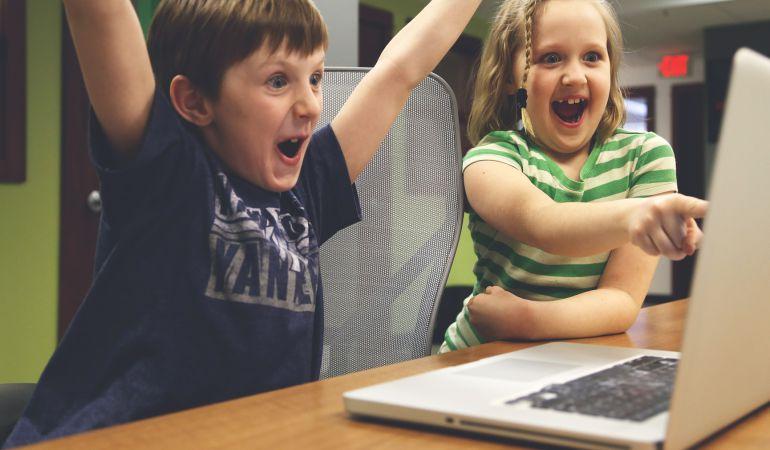 causas de la adicción a las pantallas.: Adicción a las pantallas causa obesidad y pérdida de visión en niños