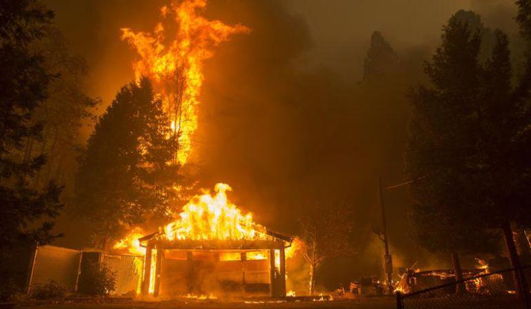 Aumentan los fallecidos por oleada de incendios en California