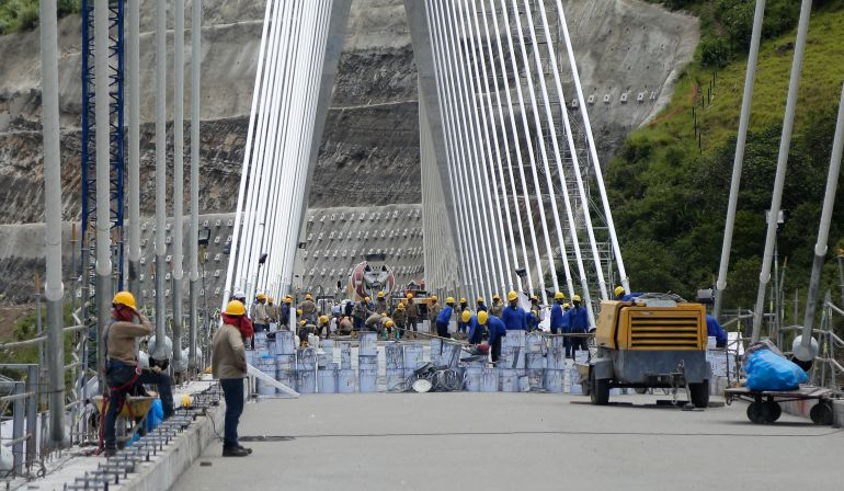 Investigación: Expertos del CTI indagan en el puente Hisgaura