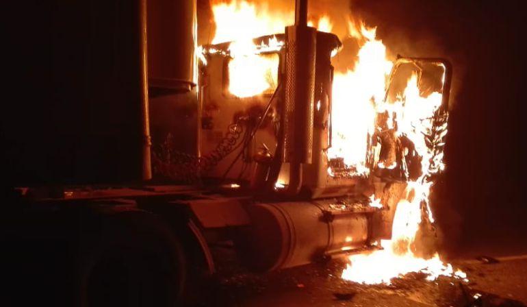 Una mujer herida y vehículos incinerados deja ataque del ELN en el Cesar