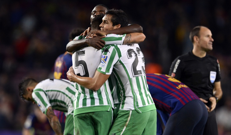 barcelona betis liga santander españa goles resumen: Betis asaltó el Camp Nou y venció al Barcelona