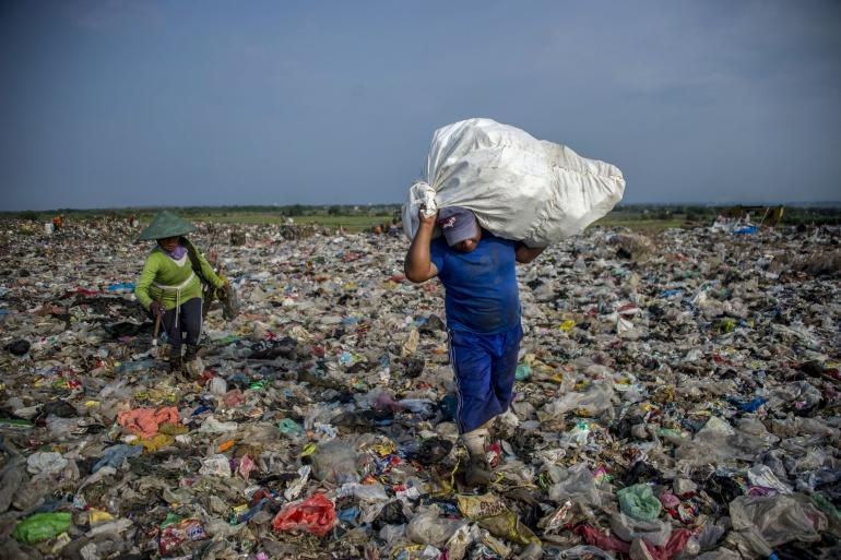 """Contaminación en Colombia: Colombia vivirá """"tsunami de plástico"""" por contaminación, alerta Greenpeace"""