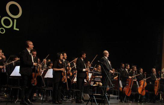La Orquesta Sinfónica Nacional recibió aplausos de pie, después de una majestuosa interpretación.
