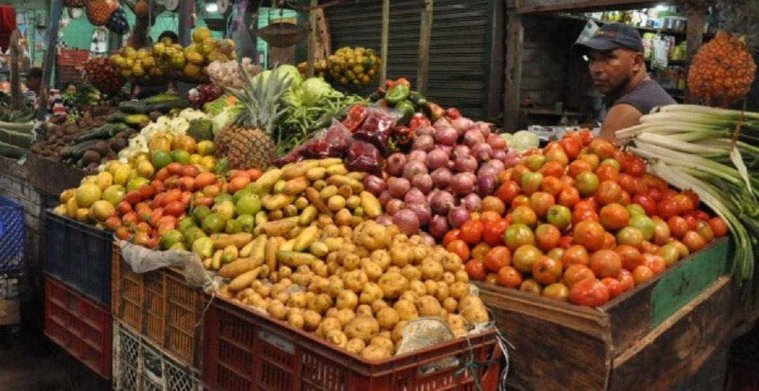 mercados: Vamos a mercar: buena oferta de tomates y habichuelas