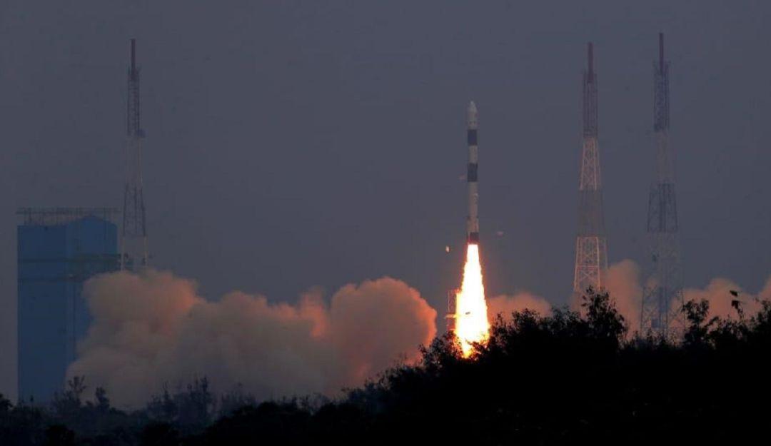 Fuerza Aérea colombiana lanza su primer satélite al espacio