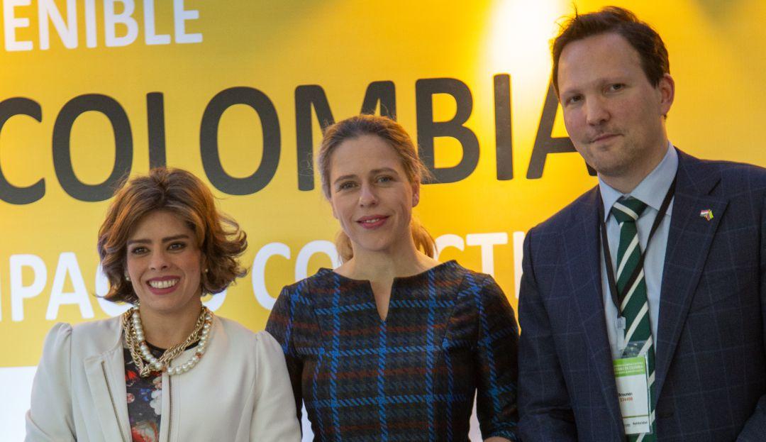 La viceministra de Asuntos Agropecuarios de Colombia, Marcela Urueña, la ministra de Agricultura de los Países Bajos, Carola Schouten y Joel Brounen, director de Solidaridad Colombia.