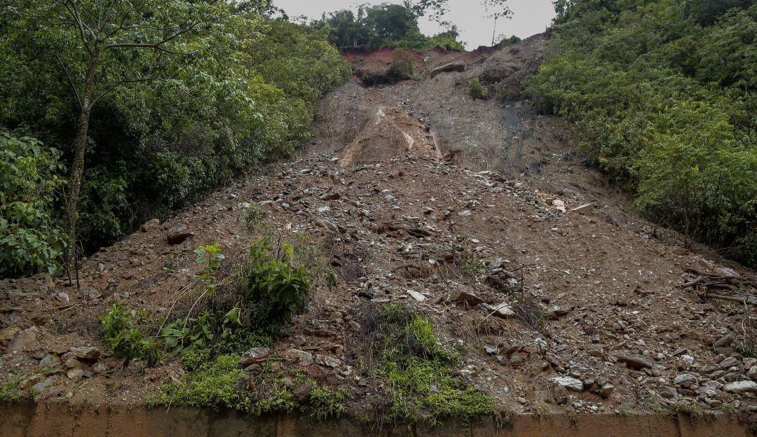 Cinco municipios del Macizo Colombiano aislados por un derrumbe