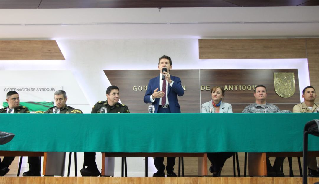 RELACIÓN, PELEA, POLICIA, GOBERNADOR, EVENTO, PRESIDENTE, DUQUE, CARTA: Relación entre policía y gobernador en cuidados intensivos