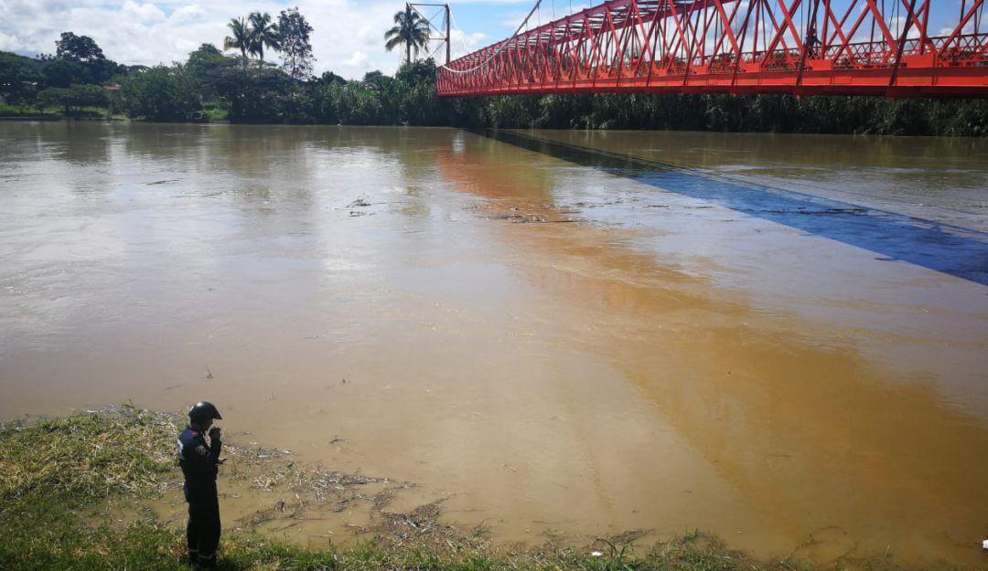 50 damnificados por el desbordamiento del río Cauca en La Virginia
