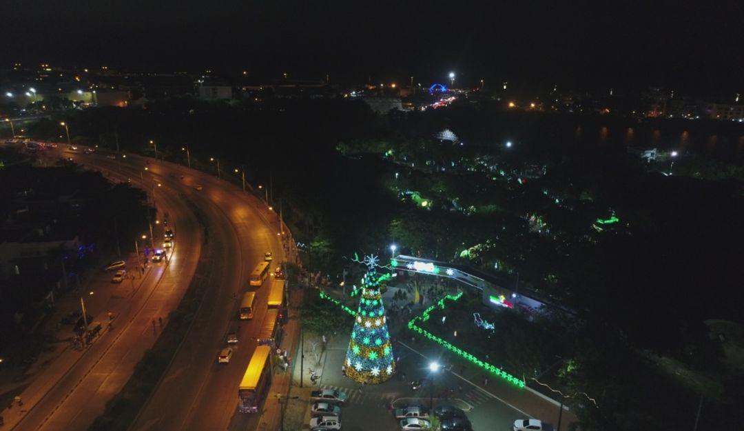 Niños encendieron el árbol de navidad más grande de Bolívar: Niños encendieron el árbol de navidad más grande de Bolívar