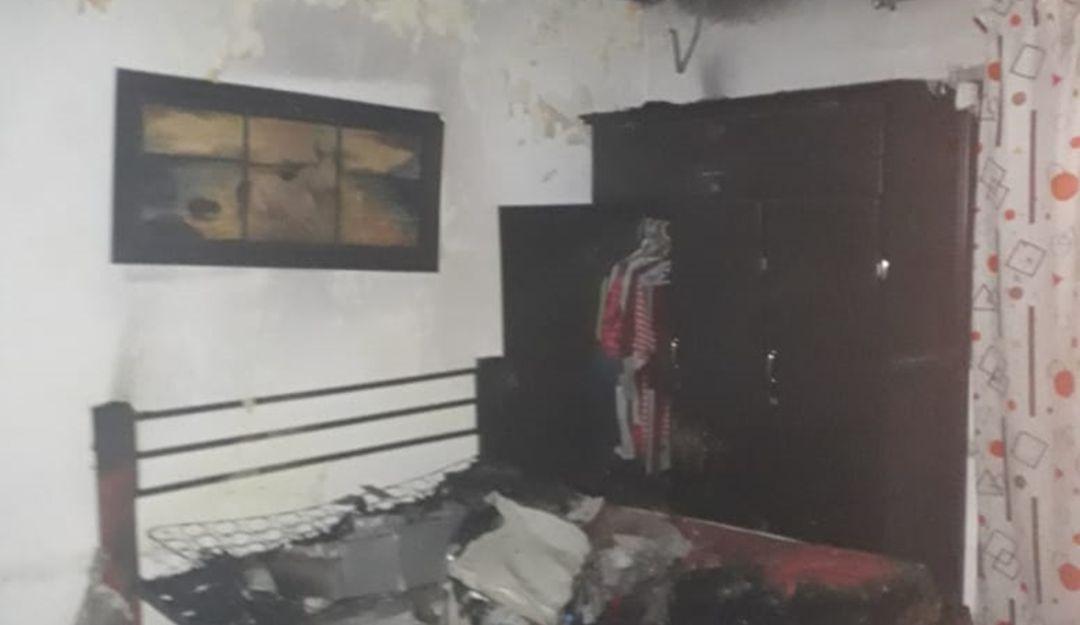 Bomberos atienden varios incendios en madrugada de velitas en Cartagena: Bomberos atienden varios incendios en madrugada de velitas en Cartagena