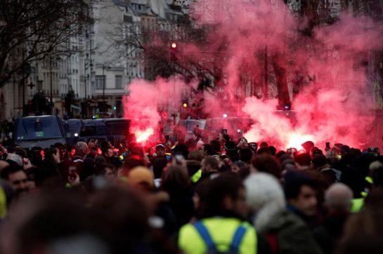 Chalecos amarillos: 31.000 manifestantes y más de 1000 chalecos amarillos detenidos en Francia