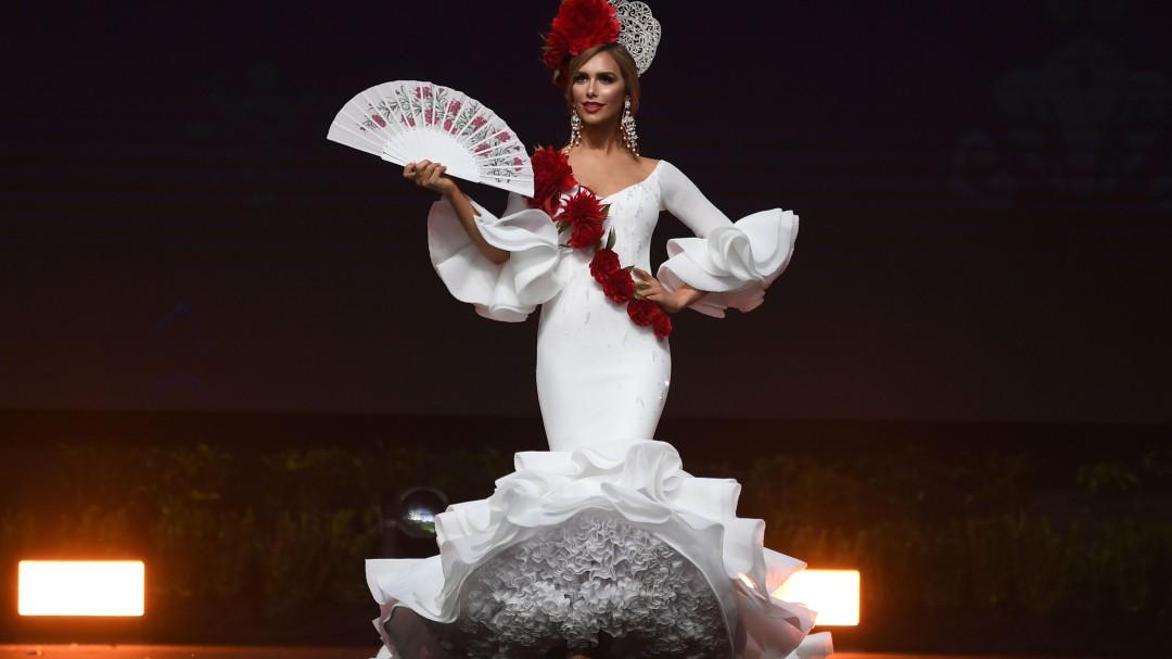 Sensual baile de Miss España en vestido de baño durante Miss Universo 2018
