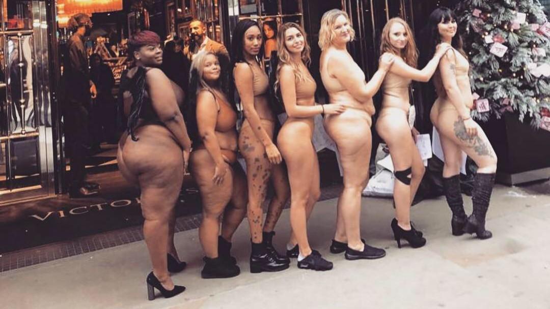 Mujeres protestan por falta de diversidad de tallas en Victoria's Secret