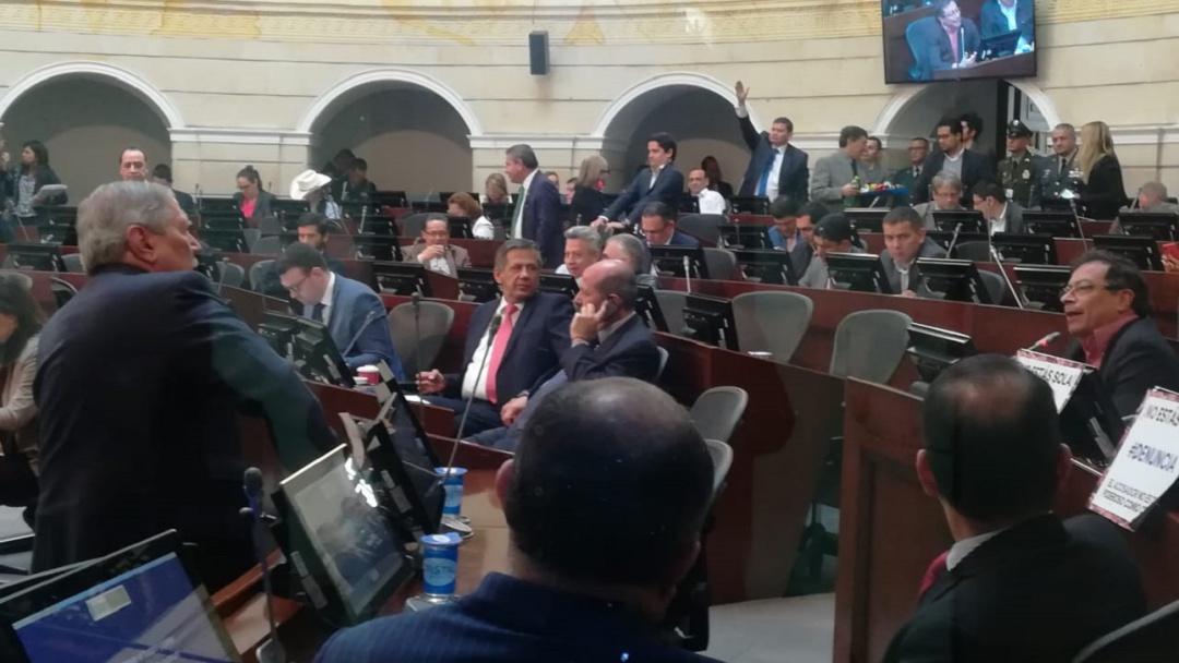 Agarrón entre MinDefensa y senador Petro