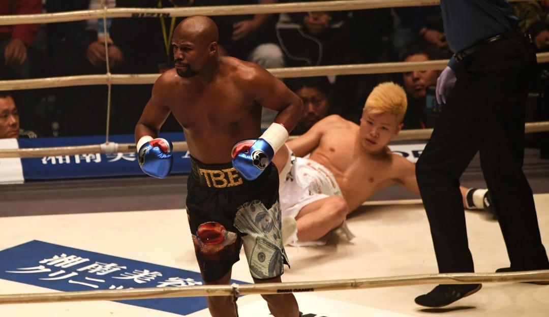 Mayweather derrotó a Nasukawa: Mayweather llegó 3 horas tarde, se burló de su rival y lo venció por KO