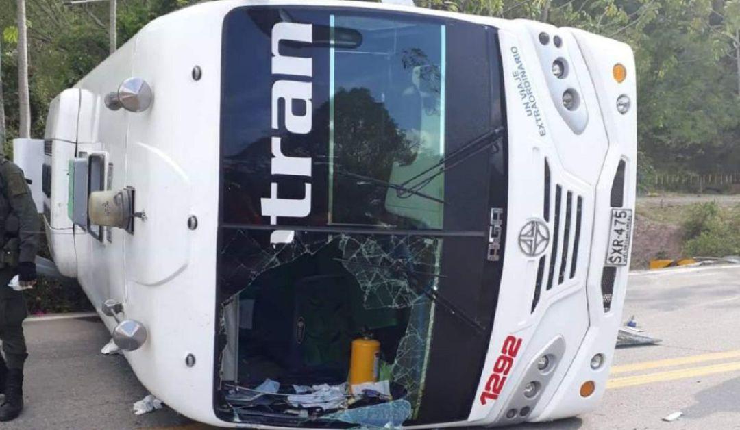 accidente bus de copetran via Barrancabermeja: Seis personas heridas deja el volcamiento de un bus de Copetran