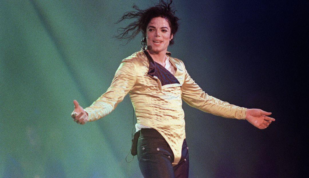 Documental acusa a Michael Jackson de abusos y herederos protestan