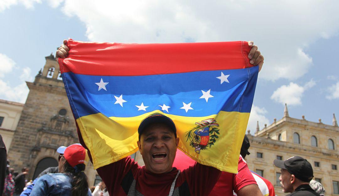Venezolanos en Colombia: Venezolanos en Bogotá se reúnen para rechazar la posesión de Maduro