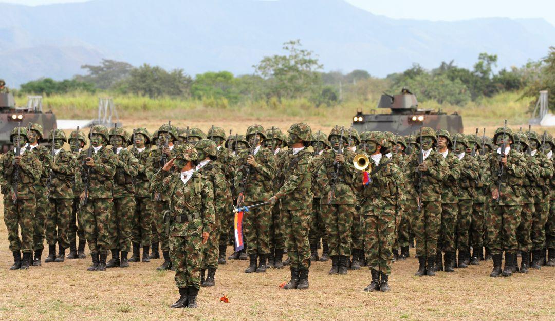 Conflicto Armado en Colombia: Contraloría alerta por disminución de más de 30.000 efectivos en las FF.MM