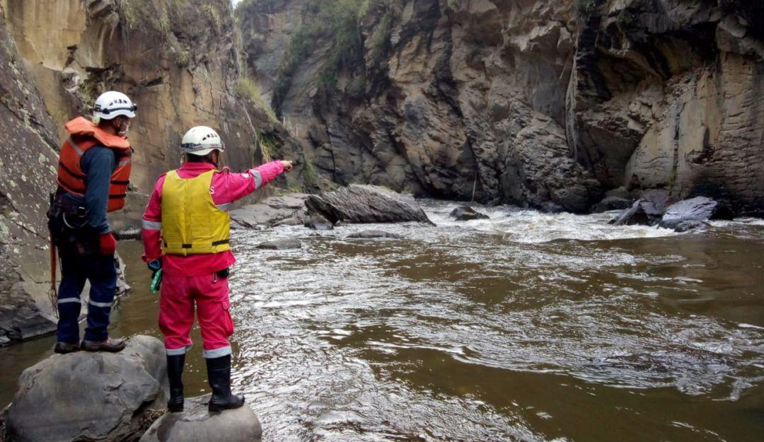 Policía y detenido Río Guáitara: Buscan a Policía y un detenido que cayeron al Río Guáitara