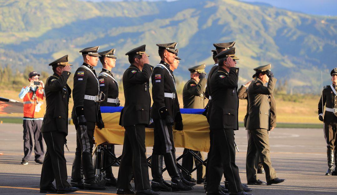 Restos de cadete ecuatoriana fallecida en atentado terrorista llegan a Quito