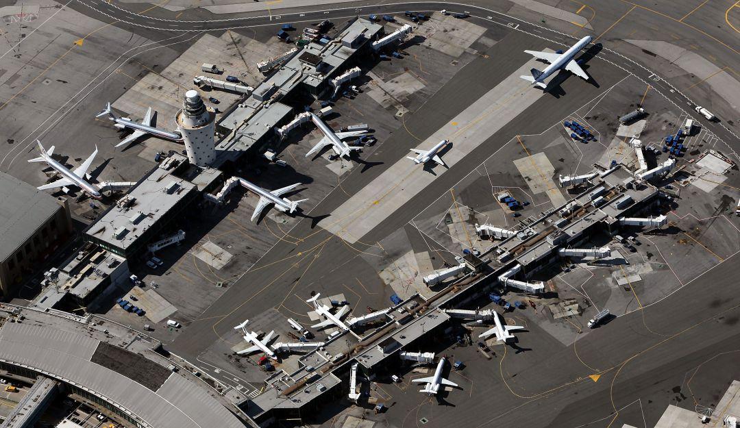 Suspenden los vuelos con destino al aeropuerto LaGuardia de Nueva York