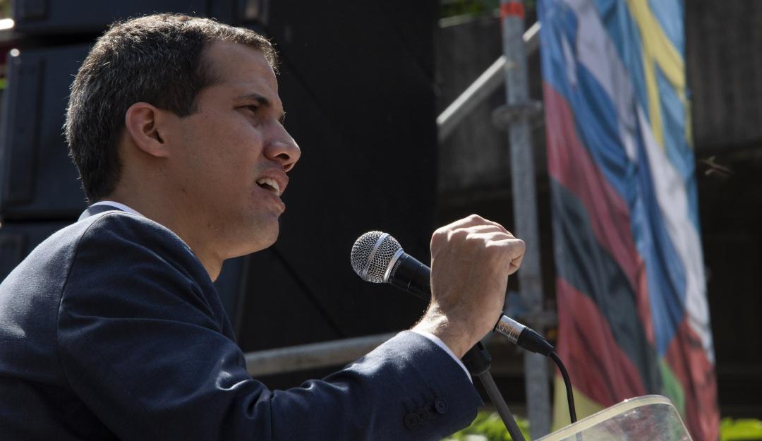 Guaidó denuncia que Maduro intenta mover USD 1.200 millones hacia Uruguay