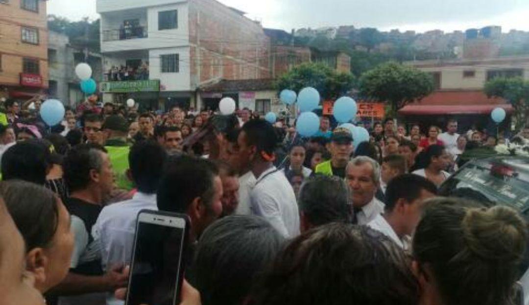 BUCARAMANGA FUNERALES BALAS PERDIDAS: Hicieron colecta para sepultar a niña víctima de bala perdida