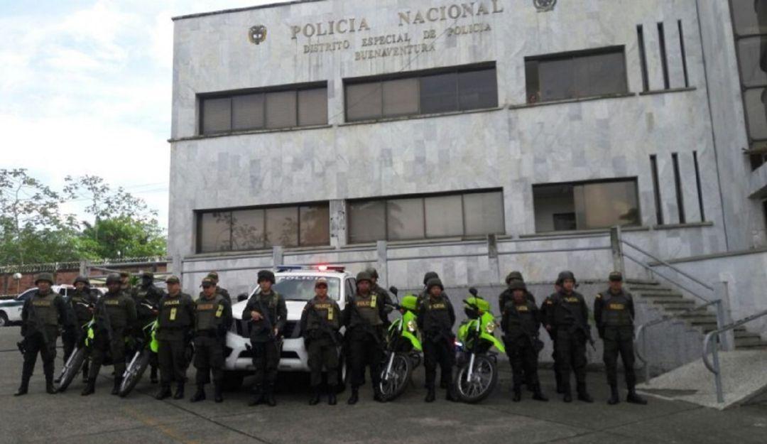 capturan policías Buenaventura: Por caso de extorsión capturan a cuatro policías en Buenaventura