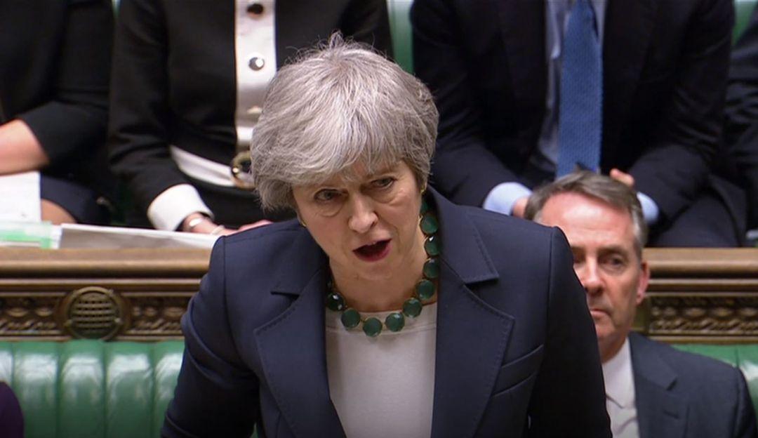 May agota las opciones para que los Comunes aprueben su Brexit
