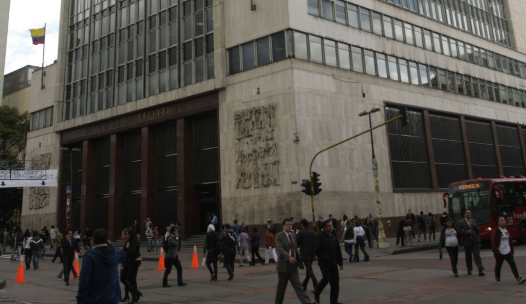 Colombia mantiene tasa en 4,25% por desaceleración de inflación