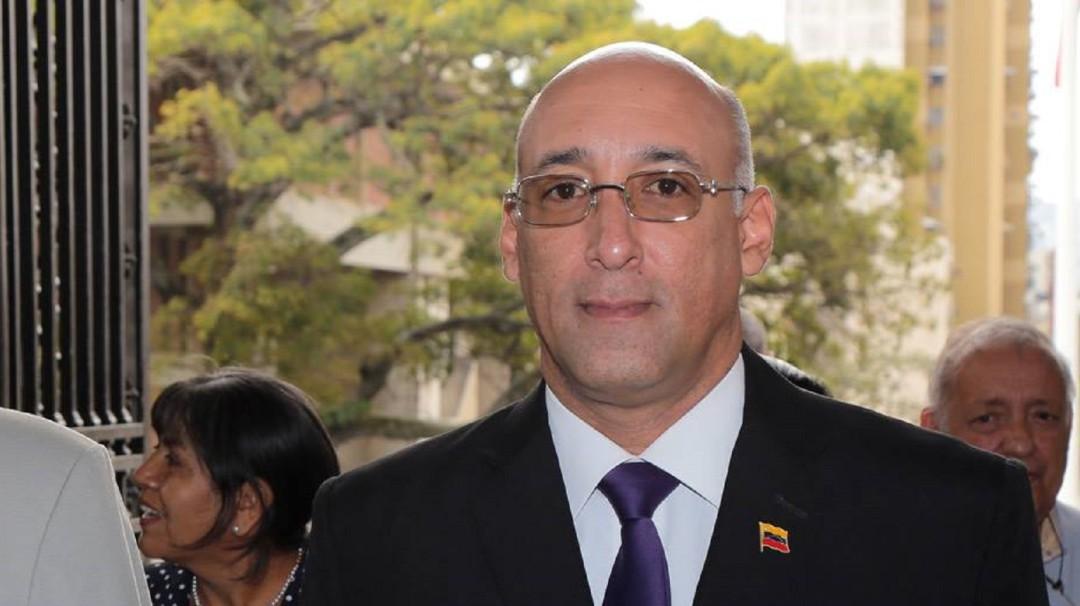 Militar venezolano sorprendido con 25 pasaportes fue expulsado
