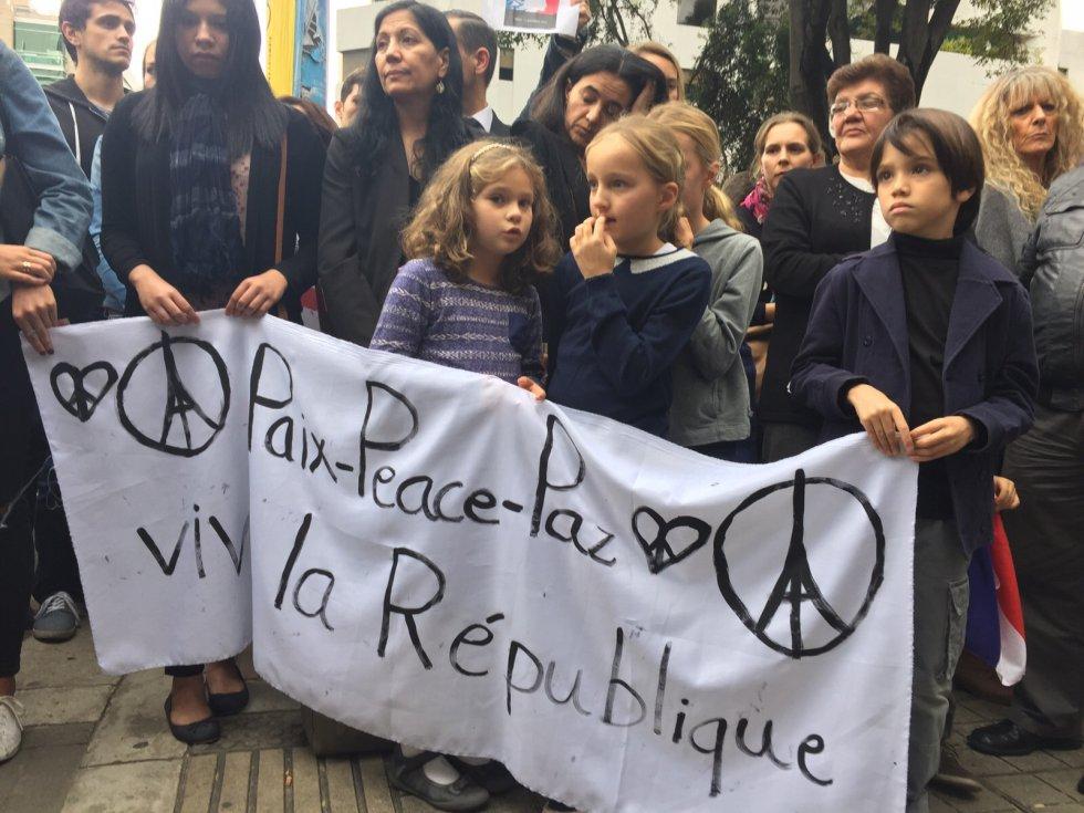 Franceses y colombianos se unen en Homenaje a víctimas de París