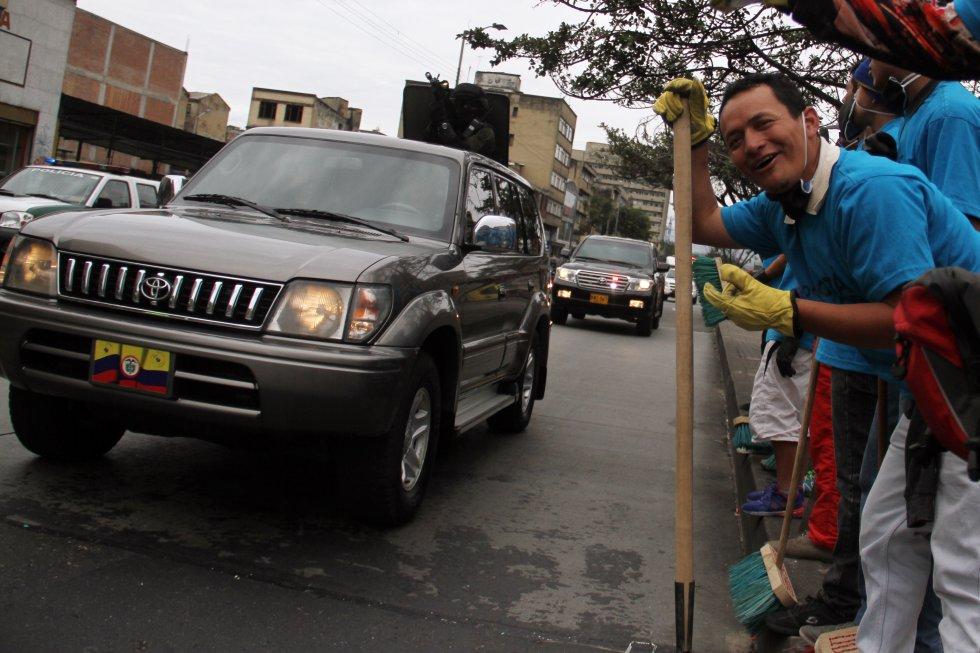 Personas de sectores vulnerables de Bogotá limpian la ciudad en brigada de Idipron: [En fotos] Brigada del Idipron adelanta limpieza de la Av. Caracas en Bogotá