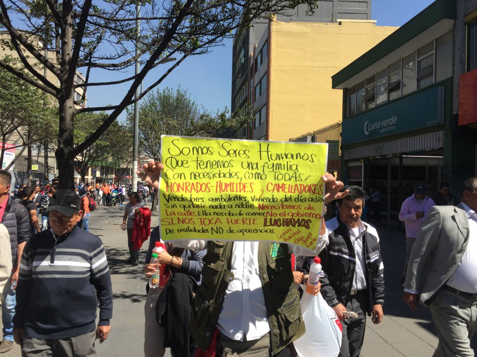 El Movimiento E-24 es un grupo de ciudadanos indignados que, según sus voceros, nació de forma espontánea durante una manifestación el pasado 24 de enero.